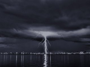 <b>Lightning wallpapers</b>