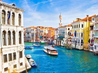 <b>Beautiful Venice Canal BB Wallpaper</b>